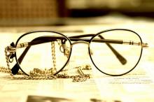"""盲人眼镜产品 帮助盲人用舌头""""看见""""世界"""