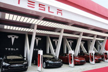 特斯拉计划在 今年将充电桩数量翻倍